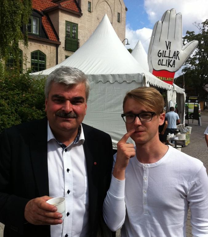 Håkan Juholt med mustasch och jag utan