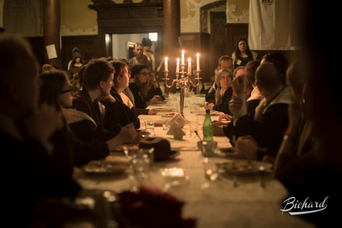 Dinner in great hall. Ingame. Photo: John Paul Bichard